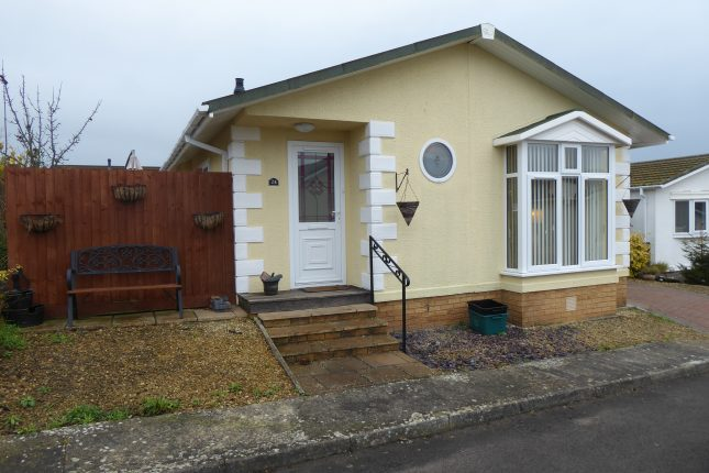 Photo: 2 Bedrooms, Orchard Park, Somerset