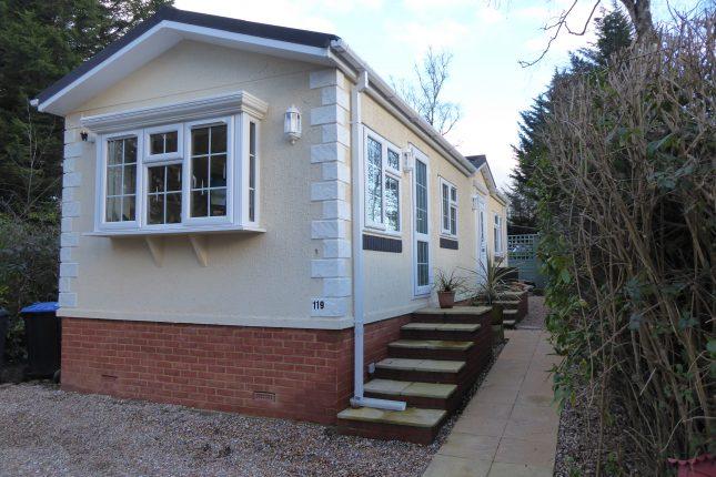 Photo: 2 Bedrooms, Fangrove Park, Surrey