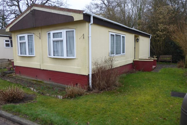 Photo: 2 bedrooms, Lydiaville Park, Berkshire