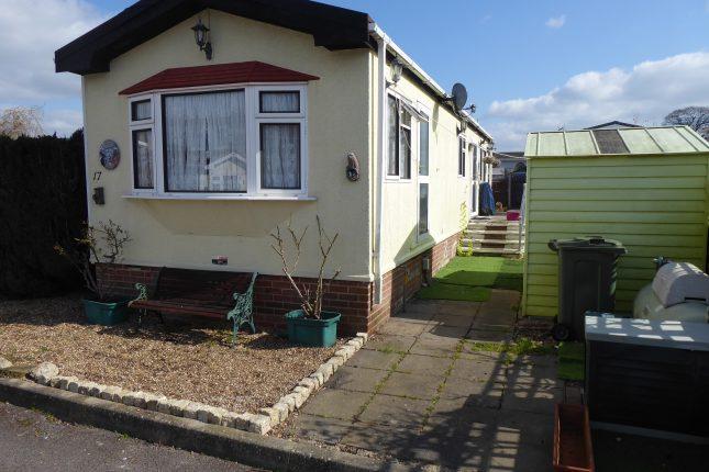 Photo: 2 bedrooms, Surrey Hills Park, Surrey