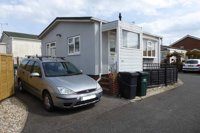 Photo: 2 bedrooms, Oaktree Close Park, East Sussex