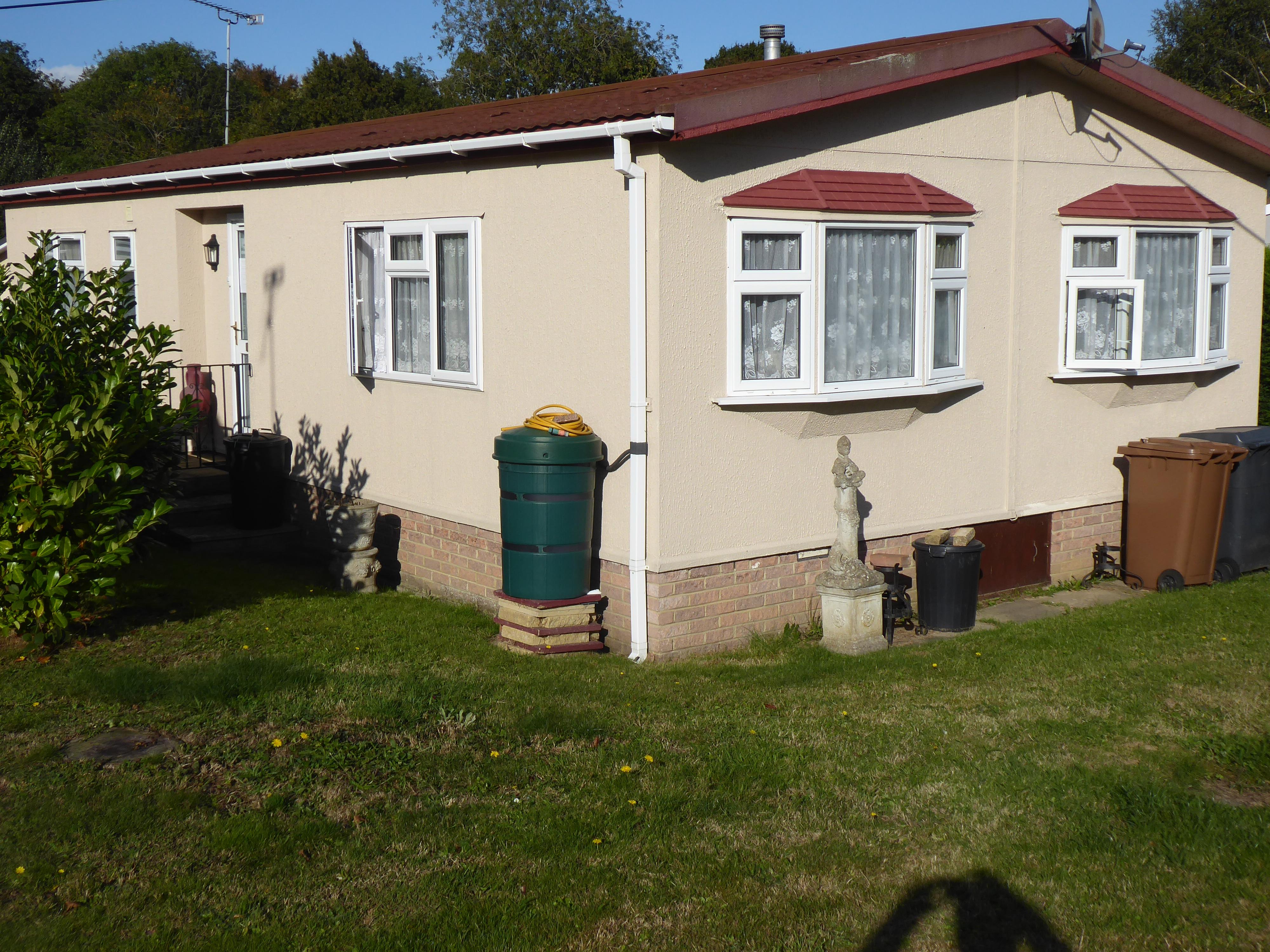 Photo: 2 Bedrooms, Temple Grove Park, Essex